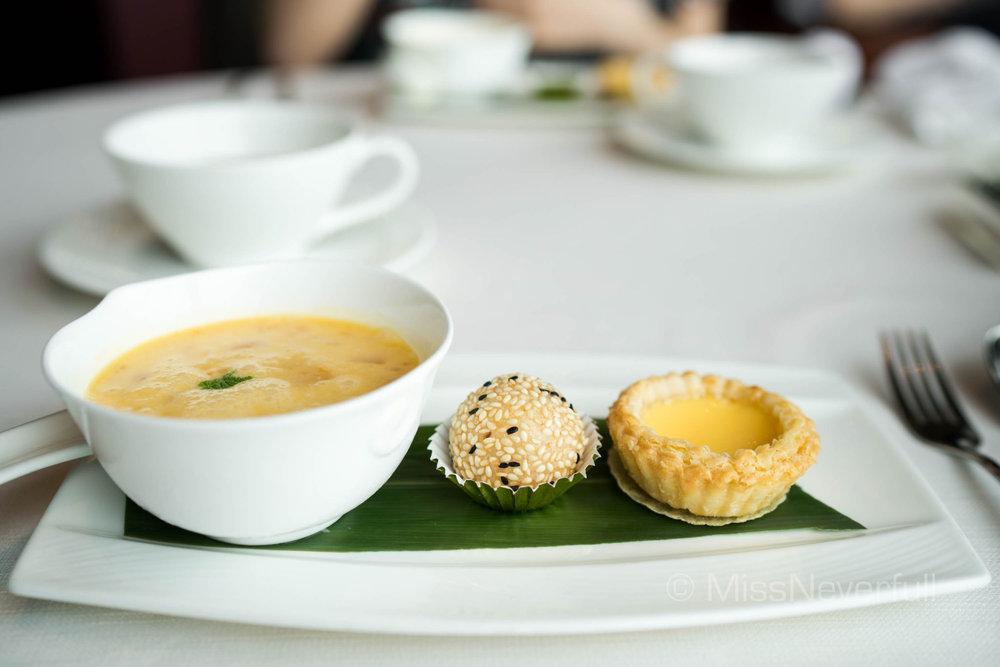 香芒楊枝甘露 Chilled mango cream with sago and pomelo、黑白流沙煎堆仔 Deep-fried sesame dumpling filled with egg custard、傳統酥皮蛋撻 Traditional baked egg custard tart