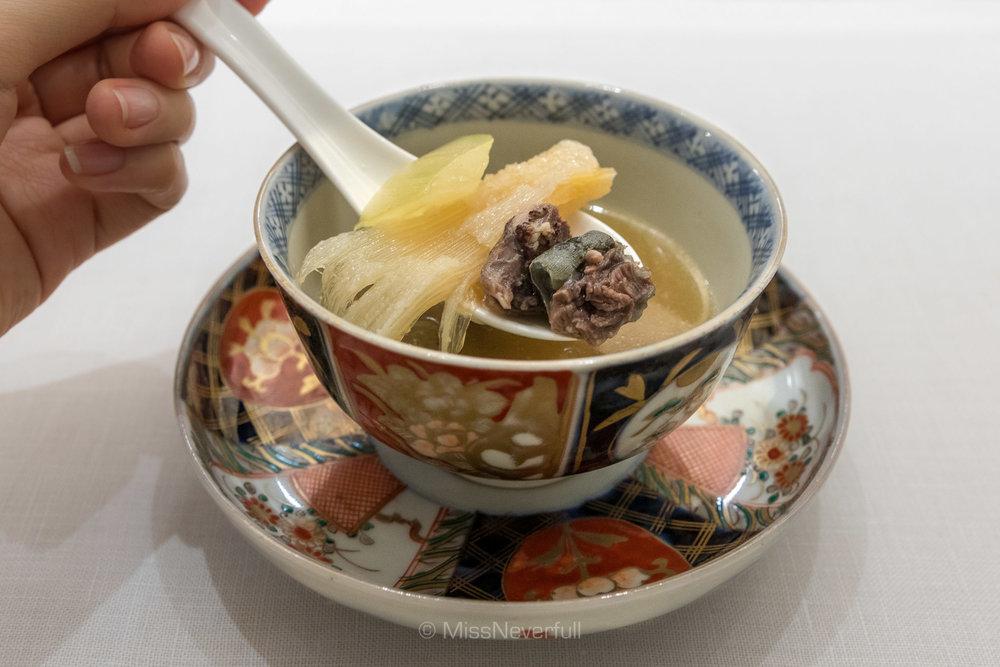 3. Japanese turtle soup, shark fin, winter melon (スッポン 冬瓜 フレフレの上湯スープ )