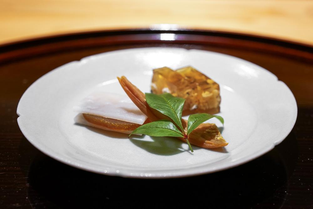 4. カラスミの蒸餅し 河豚皮煮凍り 焼き海鼠腸 | Karasumi with rice cake, Fugu jelly and Grilled Konoko