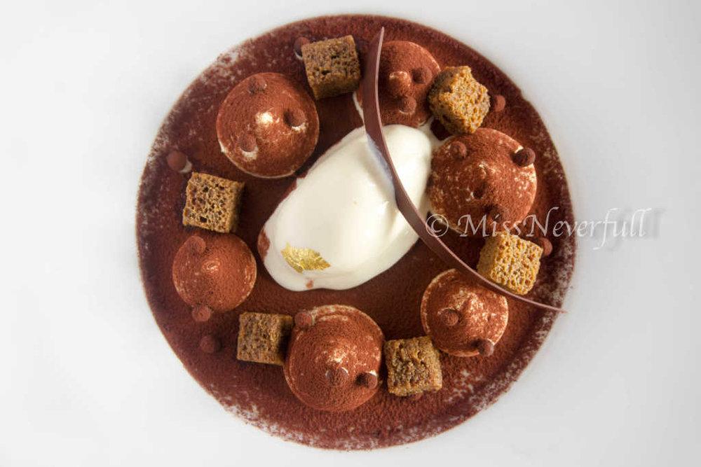 Modern Tiramisu: Marscarpone Ice cream, panna cotta, marsala 现代提拉米苏 (CNY 228)