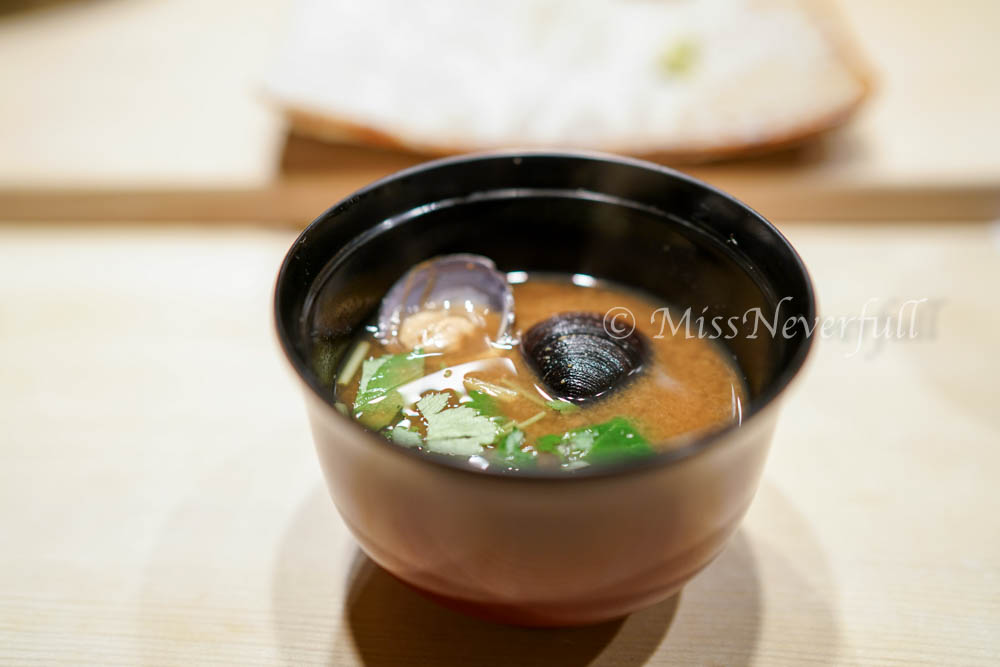 Red miso soup with clams | 赤味增汁