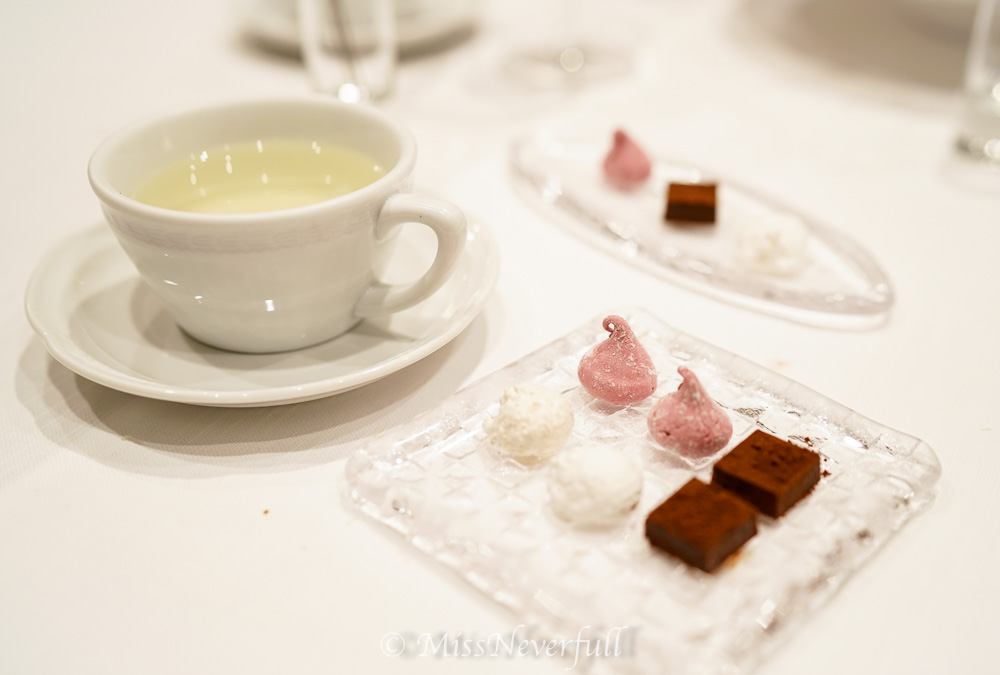 Coffee & tea, petit fours