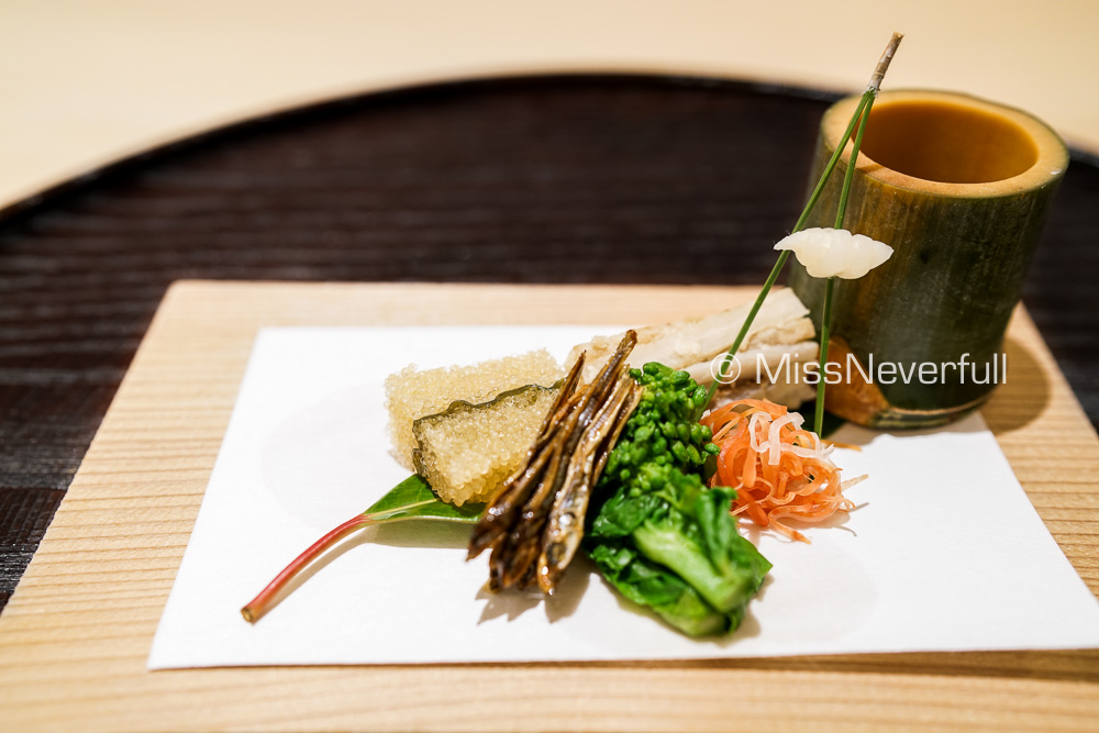 先付 | Appetizer: cold roe, dried fish, sweet black bean, pickled burdok