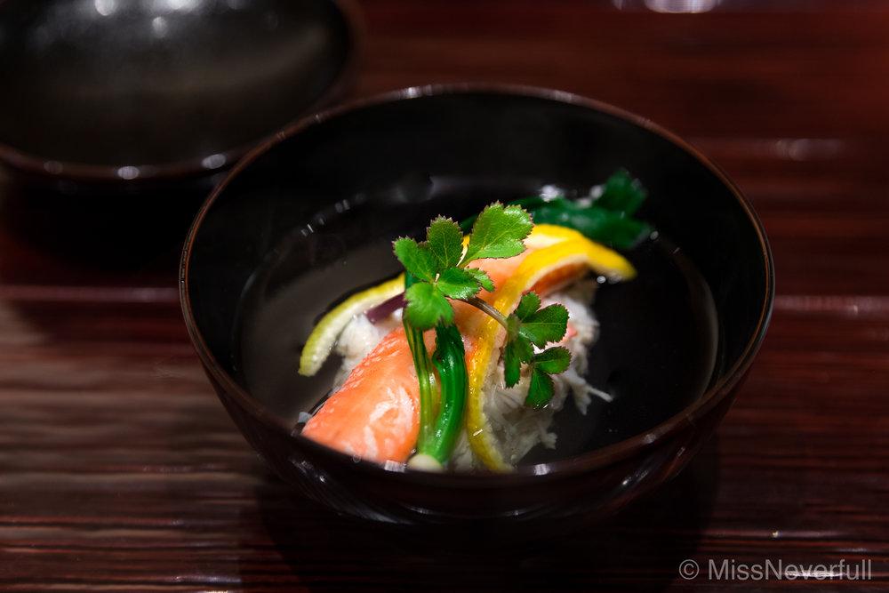 2. Echizen-gani Owan, yodo-daikon and yuzu (越前蟹と淀大根のお椀)
