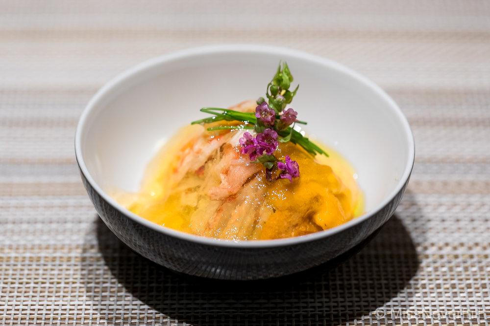 1. Snow crab from Tottori Prefecture, Hokkaido sea urchin and dashi jelly (鳥取産松葉蟹と噴火湾の雲丹、ジュレかけ)