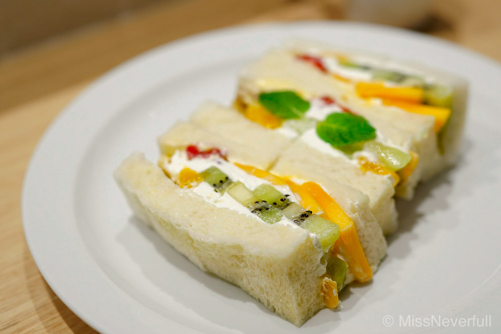 Fruit Sandwich | フルーツサンド | (1,700 Yen)