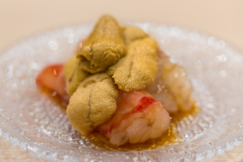 6. Botan ebi marinated in Shaoxing wine, topped with Aka uni ボタンエビの紹興酒漬けに赤雲丹