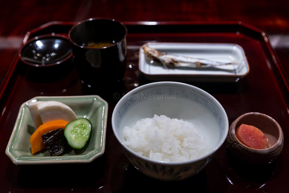 8. Gohan (rice) three parts which allows diners to taste the different textures of rice. The rice in the photo is the second serving of normal white rice. (8.2 炊きたて)