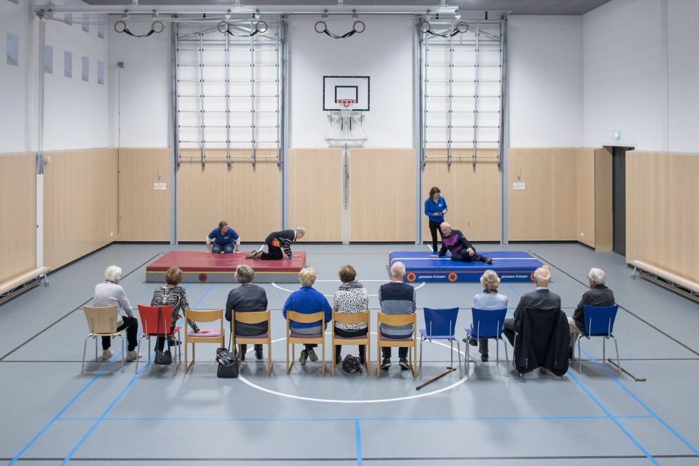 A course teaching older people how to fall, and not to fall, in Leusden, the Netherlands. (The New York Times/ Jasper Juinen)