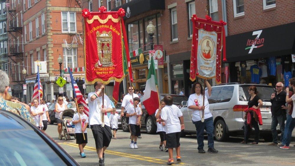 L'inizia della processione