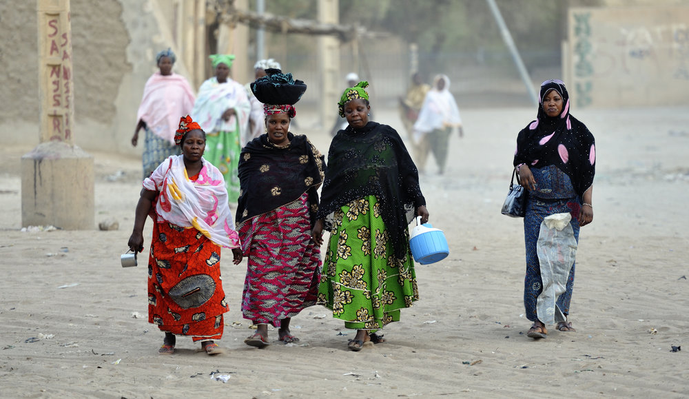 Women walking in Timbuktu