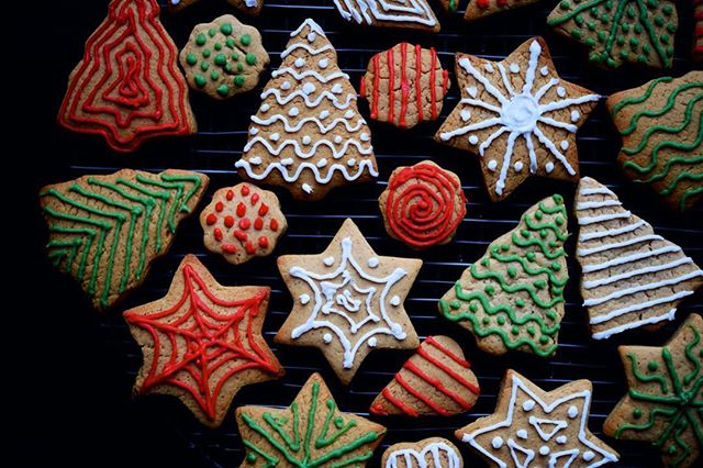 Classic Gingerbread. Check out the blog! . . . #tasty#foodieforeigner#eeeeeats#buzzfeedfood#cookies#fingerbread#baking#winter#christmas#dessert#cookie#nom