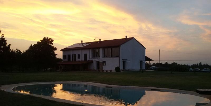 cascina_tramonto.jpg