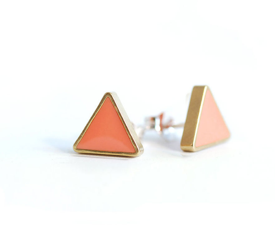 Coral-resin-and-Brass-Triangle-studs_02.jpg