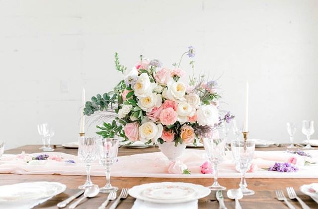 G A L E N T I N E S excited to offer a floral workshop with our friends at @harperandgrey along with goodies from @lesalt on February 12th 6pm grab a gal and join the fun! Ticket link in profile  Photo: @bobbyejeanphotography