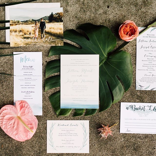 When @thedaintylionfloralco lets us steal some thangs for detail shots. 🌴 Calligraphy: @twinkleandtoast // Invites: @minted