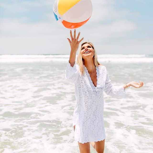 I've been to the beach zero times this summer so I could realllly use a little day trip right about now. Or you know, just a day off period. Who else is kind of dying? 😂 // 📷 from our shoot for @jvaldicollection #sandiego #abmlifeiscolorful #beachplease