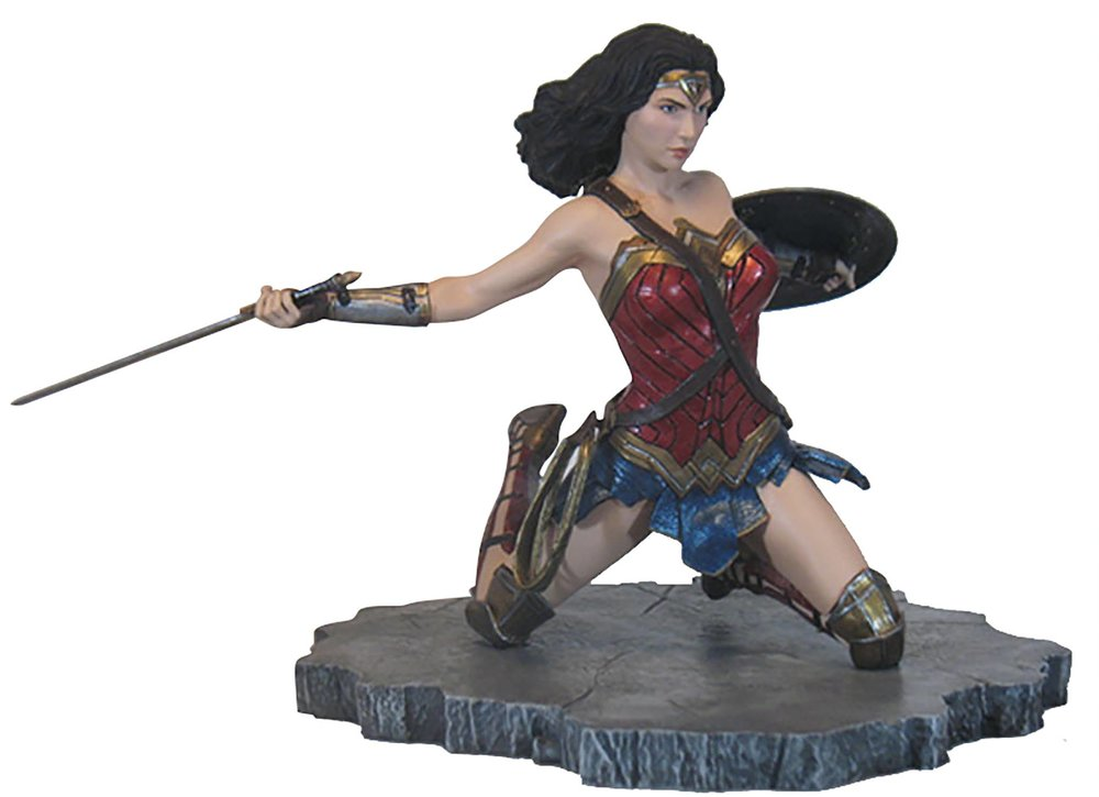 JLA MOVIE GALLERY WONDER WOMAN PVC STATUE.jpg