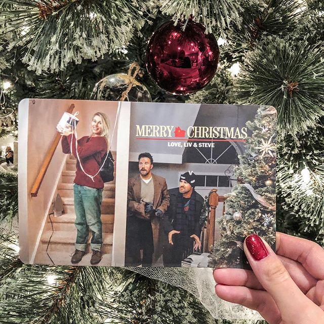Merry Christmas! ❤️🎄 . . . . .  #christmascard2018 #flockedtree #whitechristmas #myhomesense #whiteholiday #christmastradition #ohchristmastree #holidaydecor #christmas #christmasdecor #mycozyholidayhome #christmasiscoming #howichristmas #festivedecor #homefortheholidays #christmasdecoration