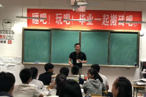Talking to local high school students in Yunnan about my research and the importance of wildlife conservation.