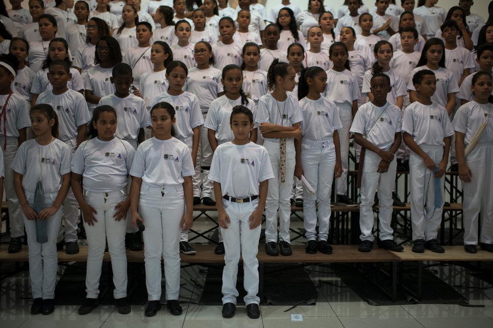 Dez. 6, 2017. O Coro Infanto-Juvenil momentos antes da apresentação. Para esse concerto, foram convocadas cerca de 190 crianças de diferentes escolas públicas da cidade.