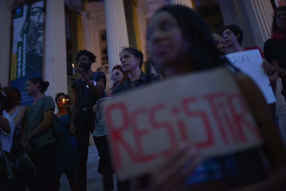 """March, 16, 2018. 6pm.  In the second day , the demonstrators concentrated at the Rio de Janeiro Legislative Assembly and then walked to Cinêlandia square. The poster says """"Resist""""."""