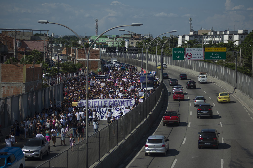March, 18, 2018. 3pm.  Linha Amarela  (Yellow Line), an important avenue that connect the west zone to the north zone, was blocked for two hours.