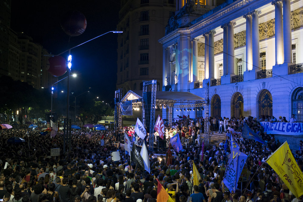 March, 20, 2018. 8pm. At the night, the Cinelândia square was the scenario of another demonstration. The act started at Candelária church and ended at Cinelândia, with a  inter-religious ceremony  for the memory of the seventh day of the murders.