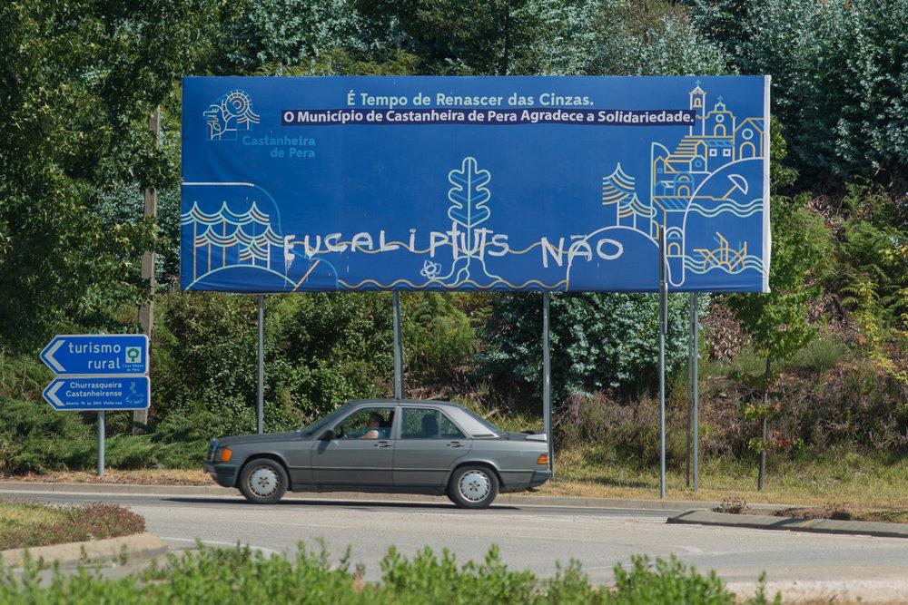Placa na entrada de Castanheira de Pera, Portugal. Setembro 2018. © Lucas Landau