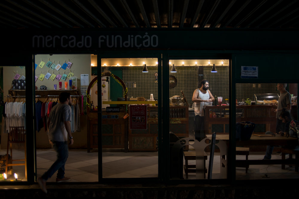 Mercado Fundição is a general store that serves some food at Lapa, the bohemian neighborhood of Rio. It's there where Ed introduces vegetarian cuisine on the menu every Monday, as part of the Meatless Monday global campaign.