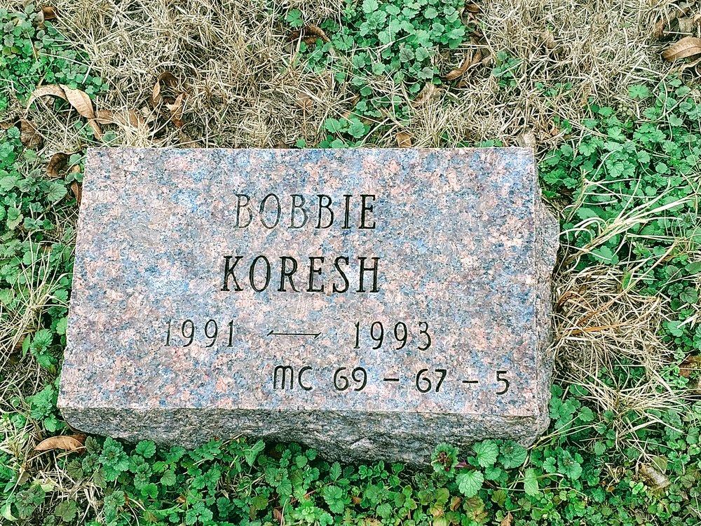 Koresh Grave2.jpg