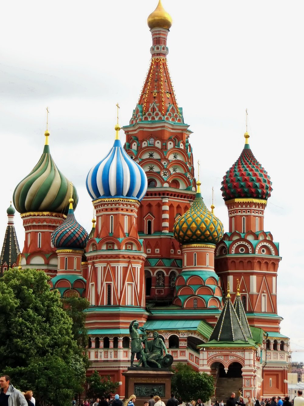 I love the beautiful colors of Russian architecture!