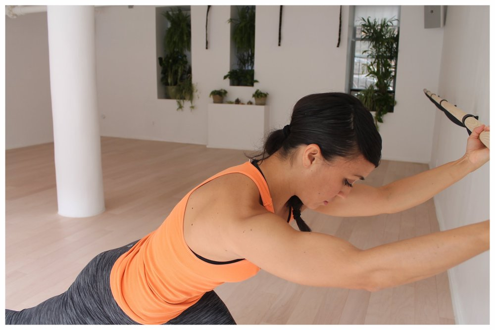 Savitri Barre Sculpt combines ballet-based barre movement, pilates mat exercises, and glute burning work. All designed to tone and strengthen.