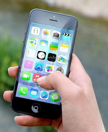 iphone-hand 2.jpg