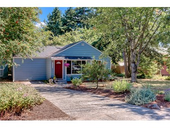 16220 8th Ave NE, Shoreline | $399,000