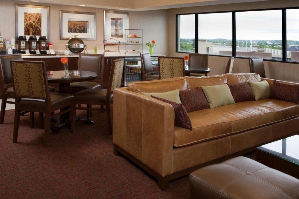 Club-Lounge.jpg