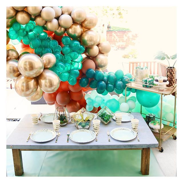 When all else fails add balloons!🙌🏼💚🤣 What are your St. Patrick's Day plans?! We'll be starting our day off with some magical delicious breakfast😉🌈🍀 and cooking a special green pasta dinner! Check out our stories for the yummiest recipe🍽 • • • #stpatricksday #stpaddysday #stpatricksparty #stpaddysparty #rainbowparty #partyplanner #eventplanner #eventstyling #eventstylist #bayareaeventplanner #kidparty #therevelryco #jointherevelry #balloons #balloonart #balloongarland