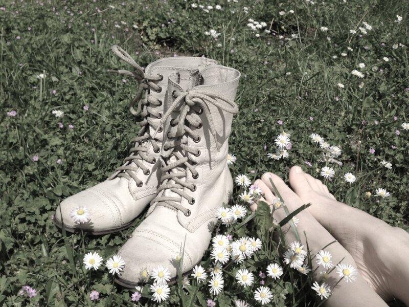 feet daisys.jpg