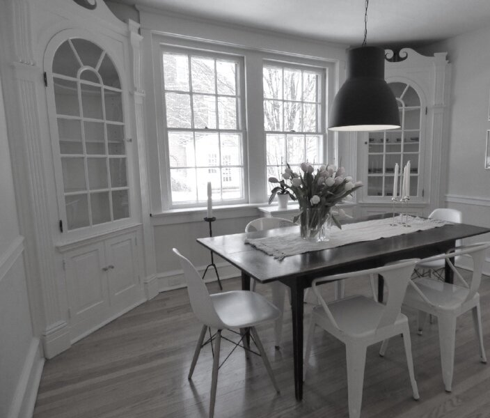 Dinning table white room.jpg