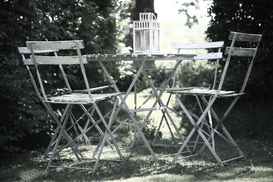 Metal garden furniture.jpg