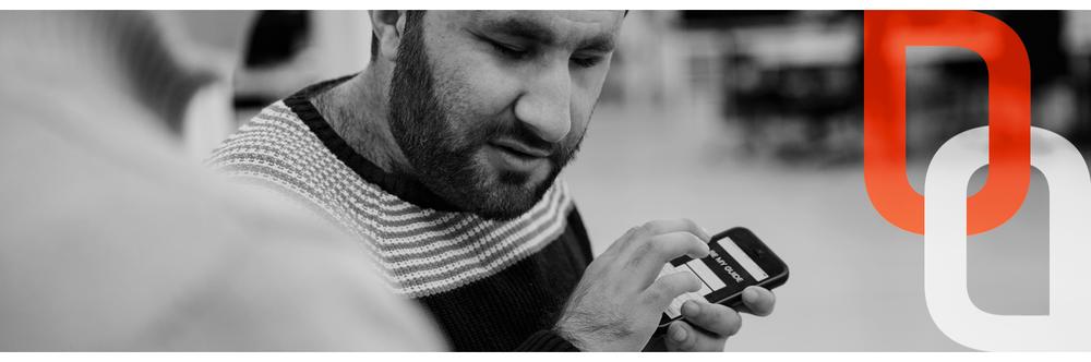 mand med mobil