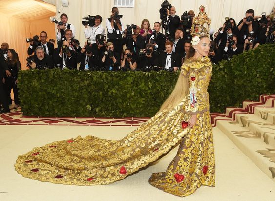 Sarah Jessica Parker absolutely wowed! The baroque details on her gown complimented by the ruby red embellishments were amazing! The headpiece was unmatched!
