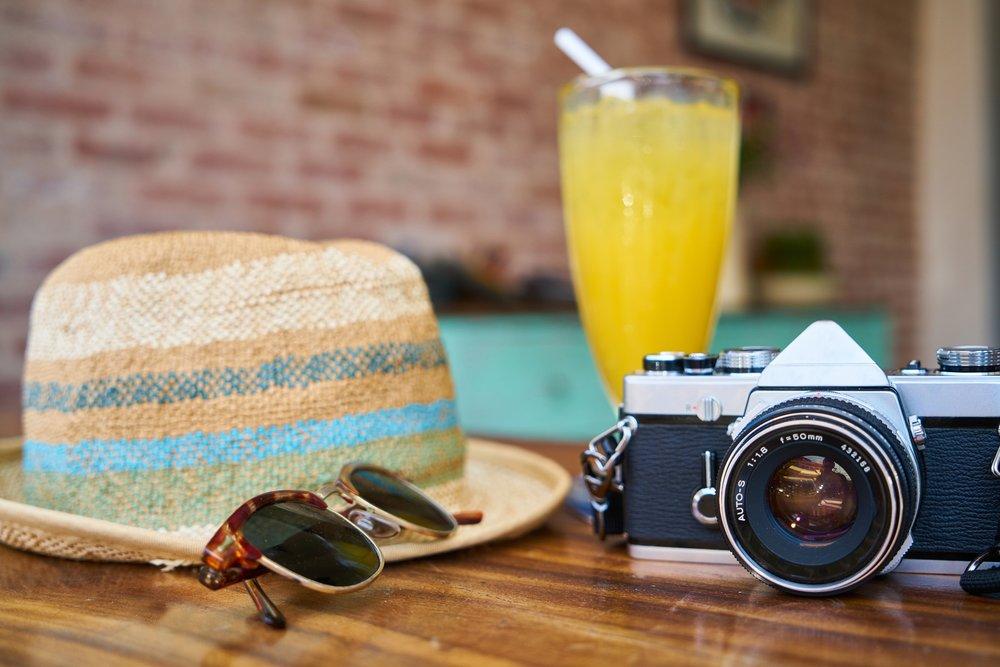 https://www.pexels.com/photo/cafe-camera-classic-close-up-413960/