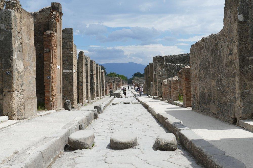 pompeii-2580680_1920.jpg