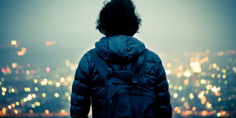 traveling-alone-1096848-twobyone_91th.jpg