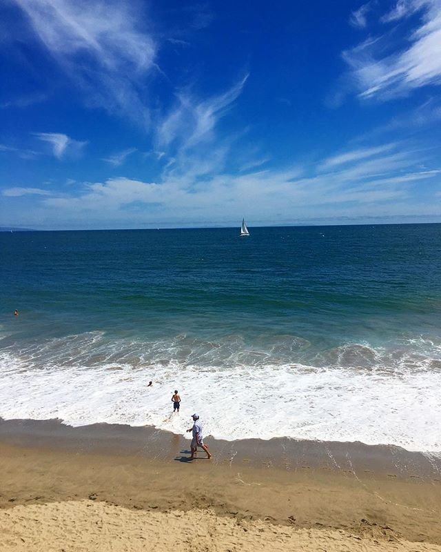 #finally #posthorrendous 😂🤣😂 #arrived at the #zenzone 😎 🙌 @tannakey 🦄🦄🦄 #summer #malibu #malibubeach #ocean #waves #millefeuille #🌊 #summerishere #california #californiabeaches #blue #bluesky #🔵