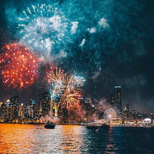 missed the #fireworks at @navypierchicago last night? No worries, my friends - witness this #view every #HumpDay during #summertimechi 🌊💥🎡 📸: @mattbweitz via @choosechicago . . . . . . #chitown #Chicago #chicagoig #chicagojpg #chicagolove #chicagogram #views #lakemichigan #lakeshoredrive #windycity #windycitybloggers #chicagoblogger #chicagonights #navypier #summer #love #happy #likechicago #chicagoevents #follow #like