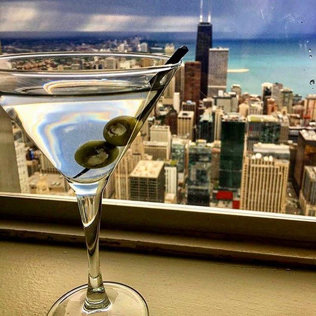#NationalMartiniDay is better spent in #Chicago #🍸 📸: @midamericaclub . . . . . . .#summertimechi #chicagostyle #discoverchicago #chicagorooftops #chicagoig #chitown #chicagojpg #chicagogram #chicagolove #chicagoblogger #chicagosbest #likechicago #windycitybloggers #windycity #martini #mcm #instachicago #chicagoloop #summer #summertime #artofchi #mychicagopix #