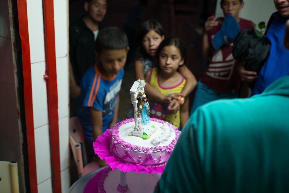 Children viewing a first communion cake, Llanditas, Medellín, Colombia.