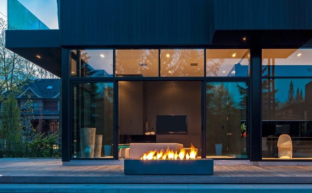 Robata-modern-linear-fire-pit2-1600x988.jpg